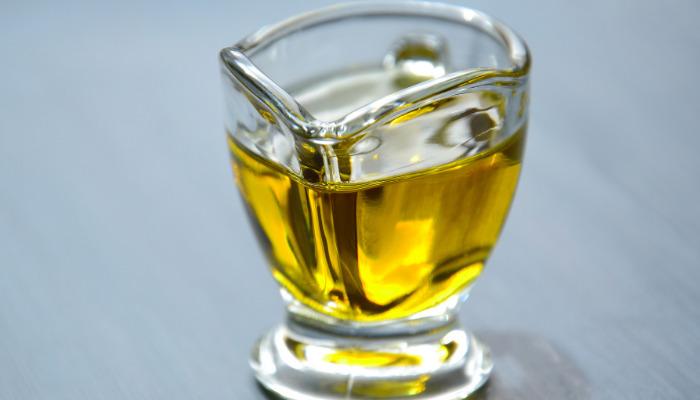 Lubrica el oído cn aceite de oliva para que el tapón de cera
