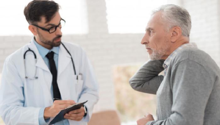 Cuando el dolor de cuello se intensifica, ha llegado el momento de buscar ayuda médica