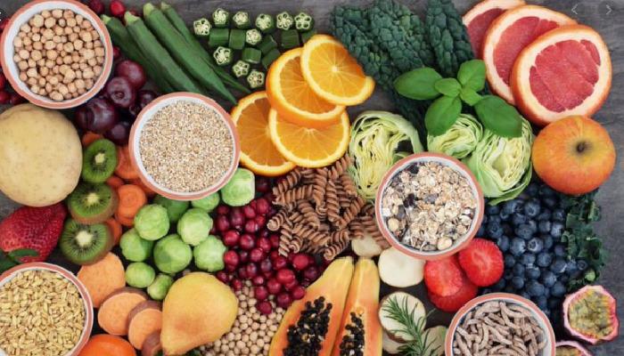 Mantener una dieta saludable a base de fibras que ayudará a contrarrestar el estreñimiento