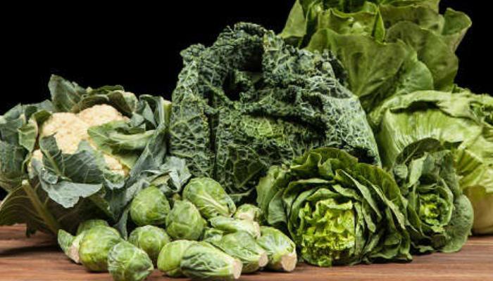 En tu dieta diaria debes incluir abundantes vegetales verdes y dile a dios al estreñimiento