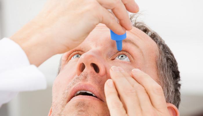 Elimina los ojos rojos con gotas para lubricar