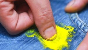 Cómo quitar la pintura de la ropa