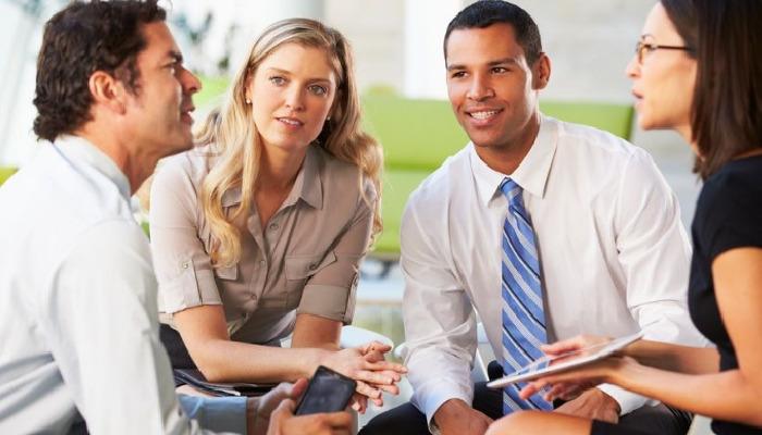 Mantente activo socialmente, reúnete con tus amigos y liberate del estrés