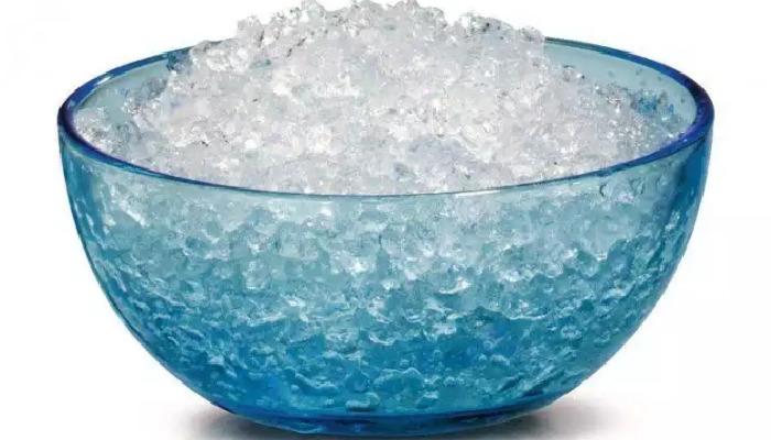 Excelente terapia de hielo para reducir el dolor de los juanetes