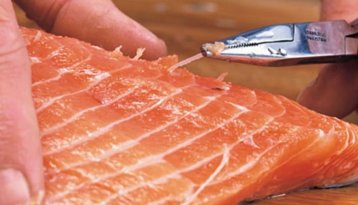 Quitar las espinas del pescado rapido