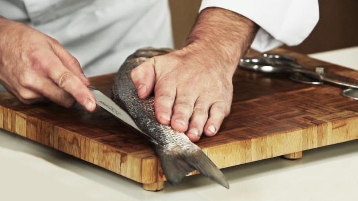 como quitar las espinas del pescado